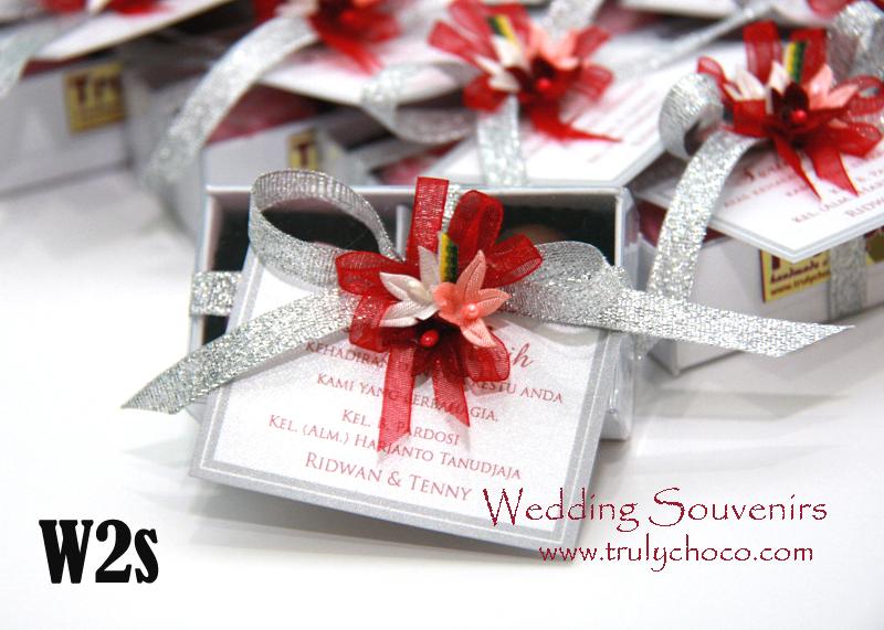 Souvenir pernikahan nuansa putih perak white \u0026 silver  TrulyChoco, handmade chocolate